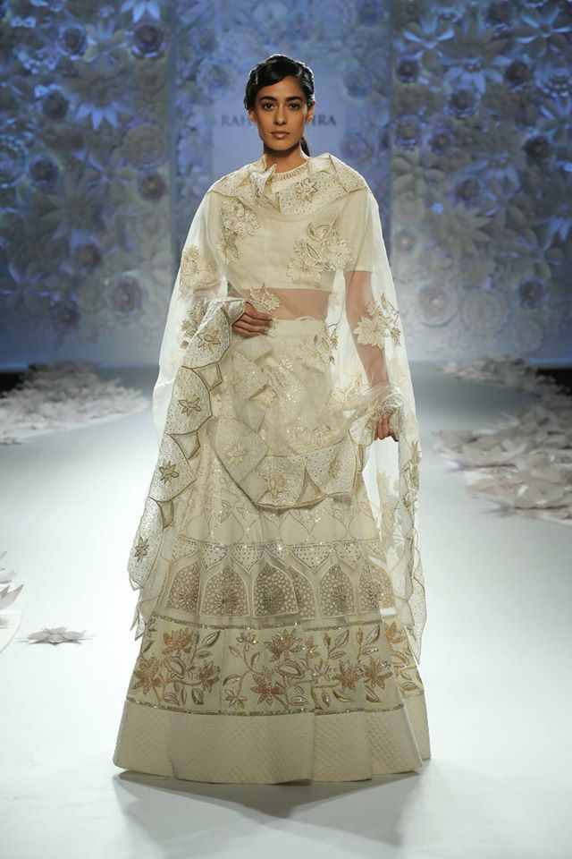 lehenga-design-style-trends-indian-designer-rahul-mishra-architectural-motifs-off-white-floral-2017