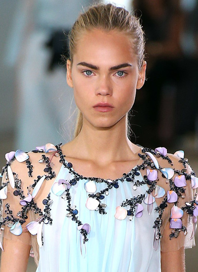 runway-hair-trends-fashion-latest-spring-summer-monique-ihuillier-2017-pony-tail