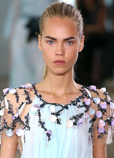 runway-hair-trends-fashion-latest-spring-summer-monique-ihuillier-2017-pony-tail