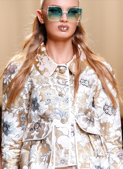 runway-hair-trends-women-spring-2107-long-wavy-hairstyles-fendi