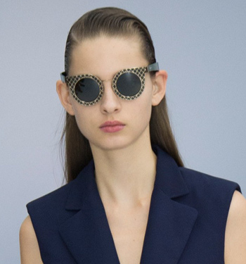 salvatore-ferragamo-wide-frames-statement-spring-summer-2017-runway-trends