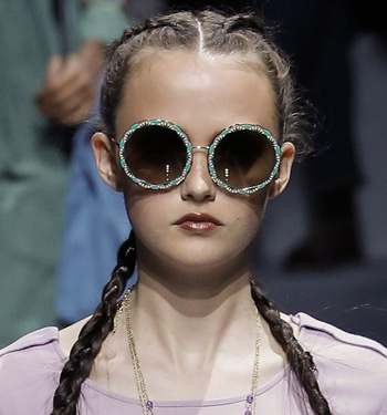 statement-frames-latest-runway-fashion-spring-summer-2017-giorgio-armani