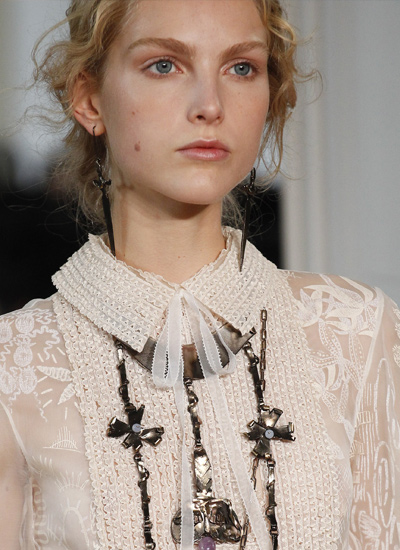 valentino-hair-latest-trends-spring-summer-2017-perfectly-undone-messy-hairstyles