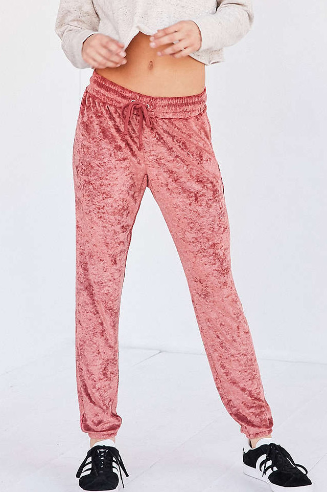 velvet-joggers-pink-trend-best-shopping-ideas-casual-urban-outfitters-fashion-fall-2016-17