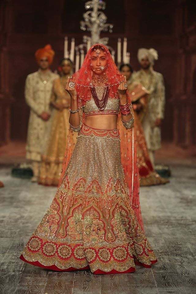wedding-designer-lehenga-style-trends-tarun-tahiliani-red-architecture-motifs-embroidery-2017