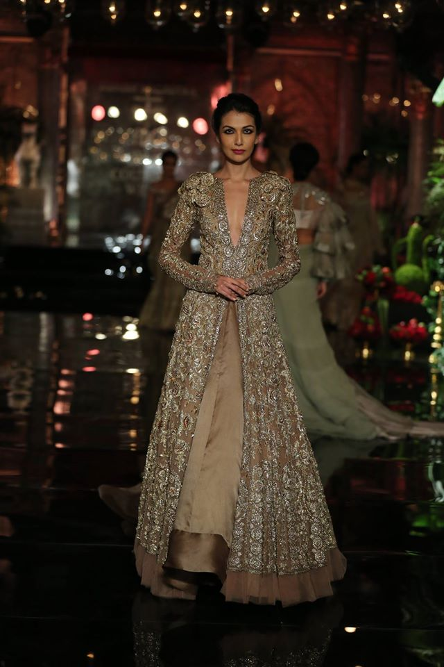 wedding-lehenga-designs-by-manish-malhothra-sequin-jacket-silver-2017