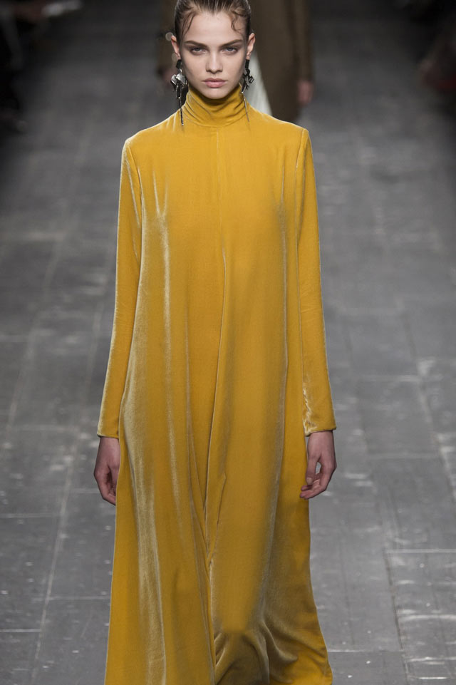 yellow-gown-valentino-2016-2017-fall-trend-womens-runway-fashion