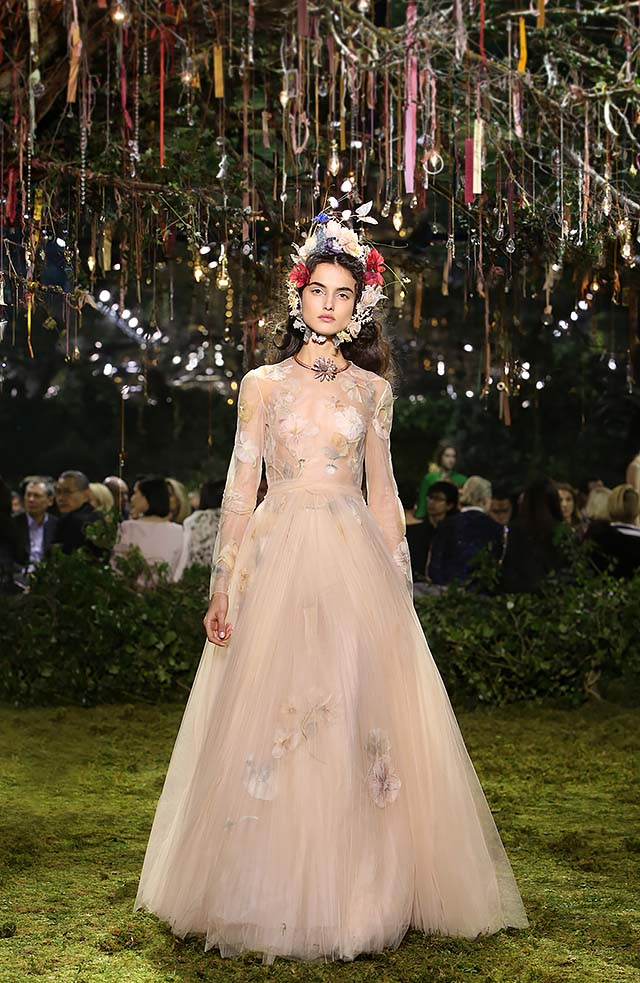 Dior-Haute-Couture-SS17-Look-40-full-sleeved-long-dress-brown-choker-huge-head-band