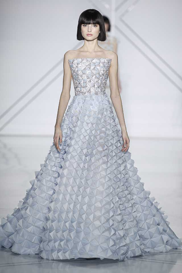 Ralph & Russo : Runway - Paris Fashion Week - Haute Couture Fall/Winter 2016-2017