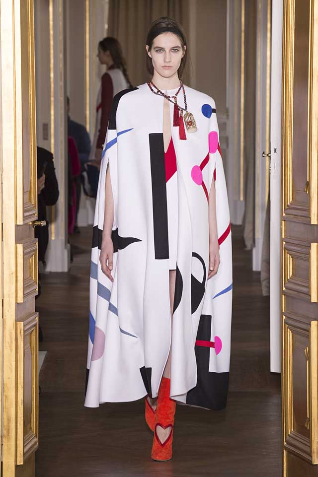 Schiaparelli_SS17_spring-summer-2017-couture (1)-white-print-cape-gown-red-heart-boots