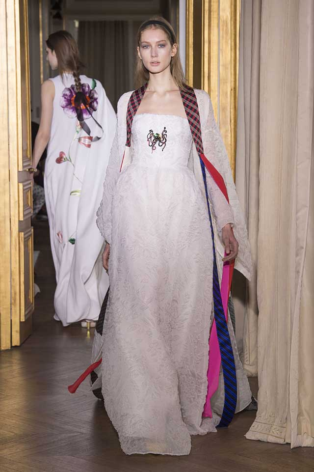 Schiaparelli_SS17_spring-summer-2017-couture (21)-off-white-gown