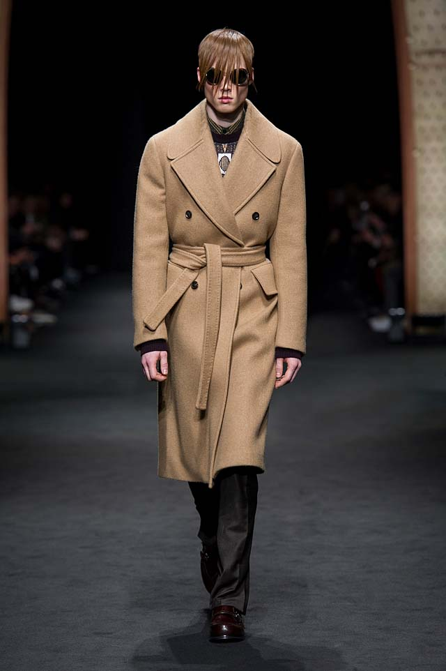Versace_Men_FW17_ fall-winter-2017 (11)-wool-coat-hairstyle