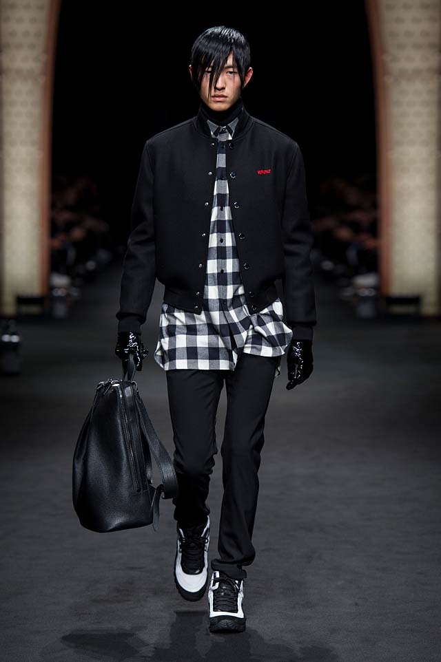 Versace_Men_FW17_ fall-winter-2017 (21)-checkered-shirt-cropped-jacket-bag-hairstyle