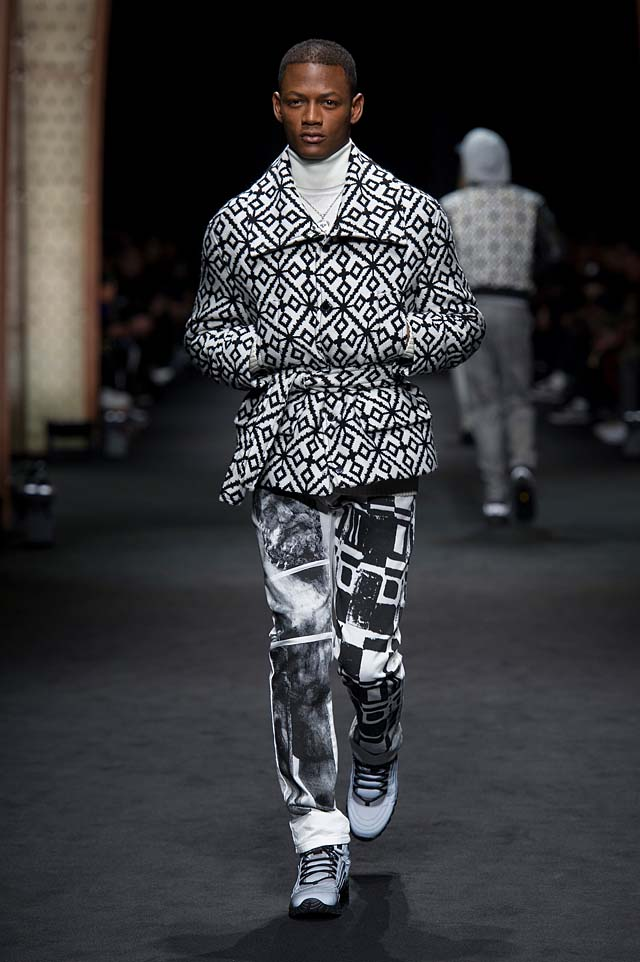 Versace_Men_FW17_ fall-winter-2017 (26)-patterned-jacket-black-graphic-pants-turtleneck-winterwear