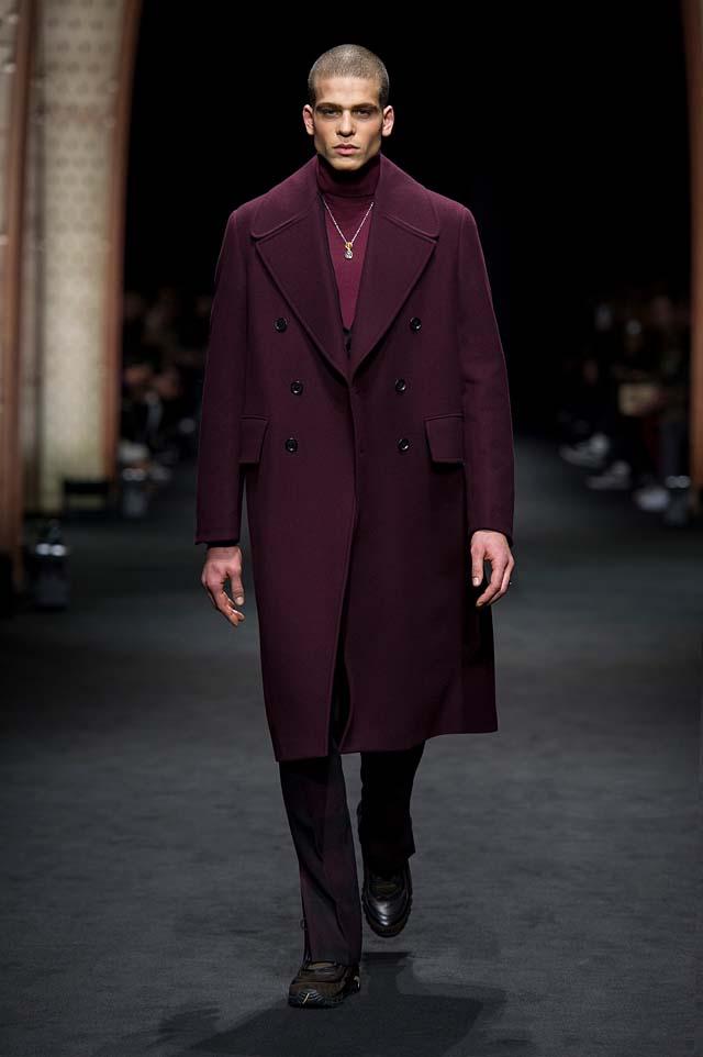 Versace_Men_FW17_ fall-winter-2017 (4)-mens-outfit-bugundy-coat