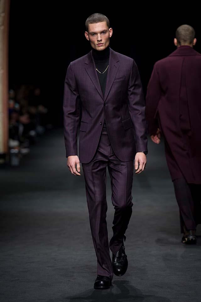 Versace_Men_FW17_ fall-winter-2017 (5)-mens-winterwear-violet-suit