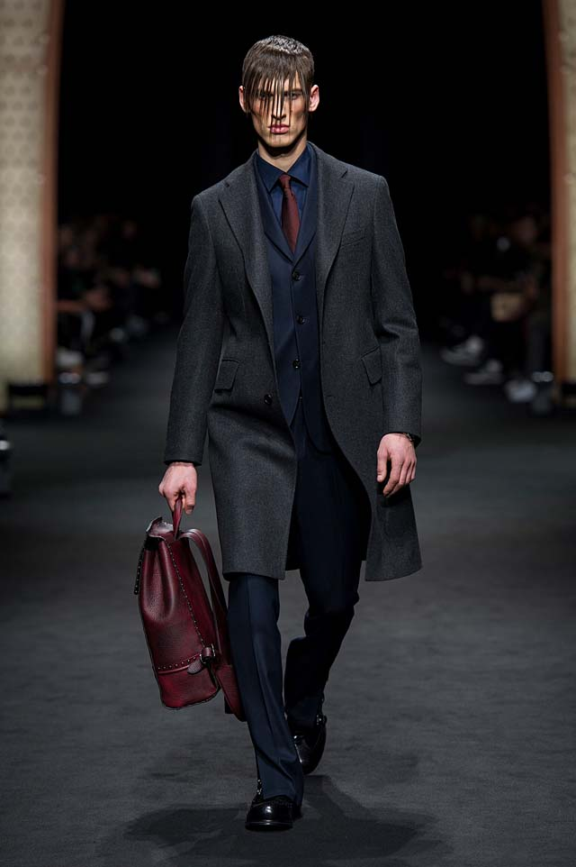 Versace_Men_FW17_ fall-winter-2017 (6)-suit-formal-outfit-hairstyle