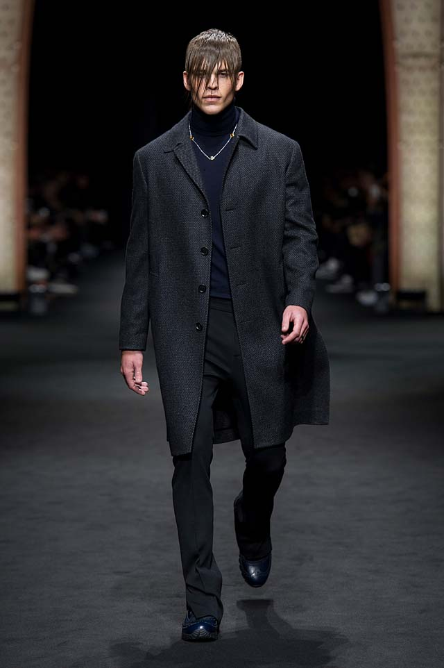 Versace_Men_FW17_ fall-winter-2017 (7)-wool-coat-all-black