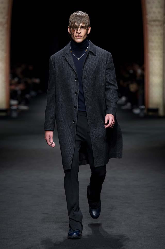 Versace_Men_FW17_ fall-winter-2017 (7)-wool-coat-all-black