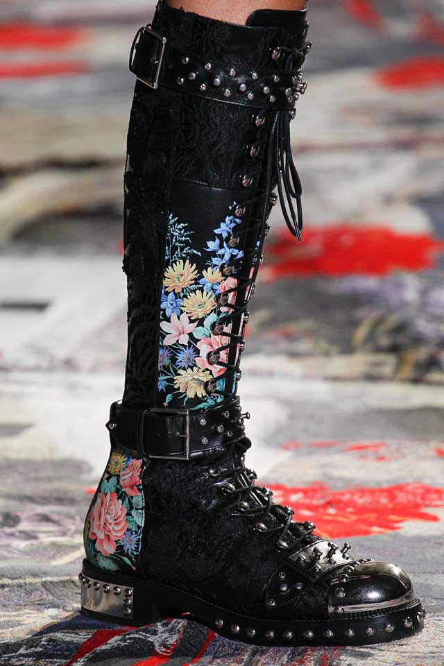 alexander-mcqueen-latest-shoes-for-spring-summer-2017-tie-up-lace-boots-black