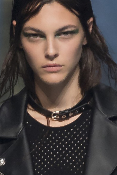 black-belt-leather-choker-latest-versus-versace-spring-summer-2017-fashion-ideas