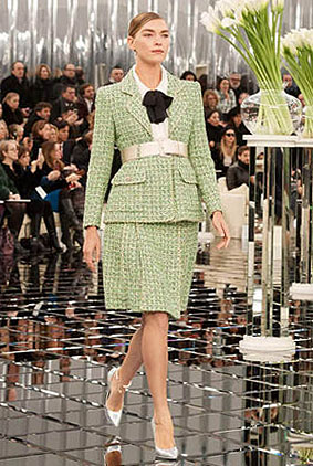 chanel-spring-summer-2017-couture-collection-1-green-dress-belt-silver-shoes