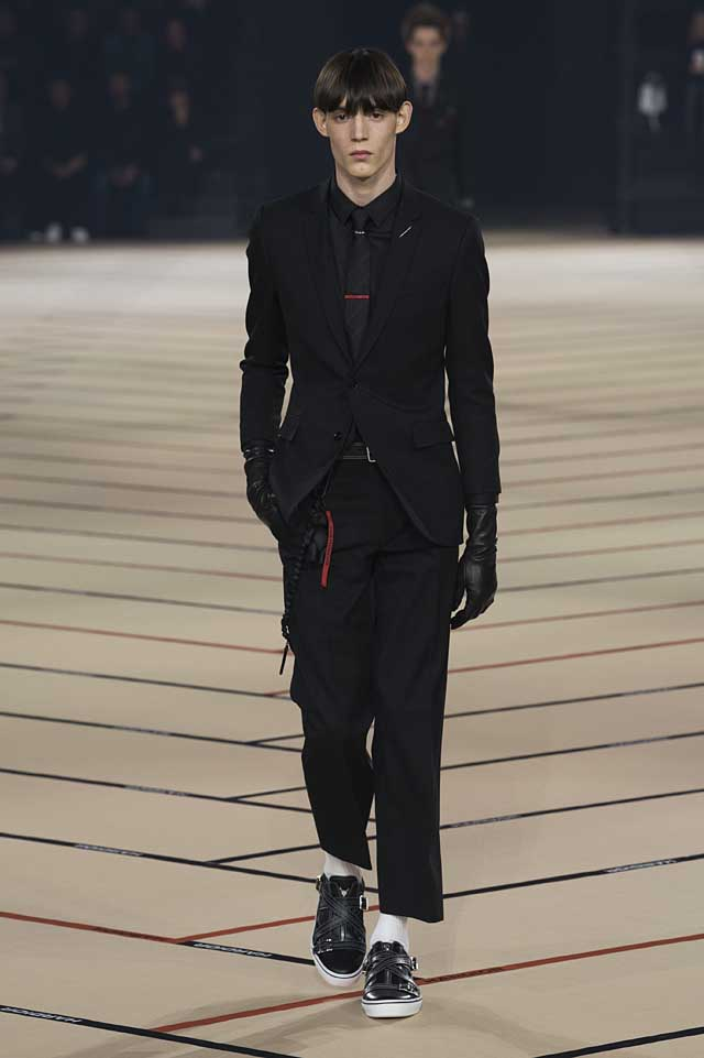 dior_fw17-fall-winter-2017-menswear-mens (1)-suit-tie-gloves-winterwear