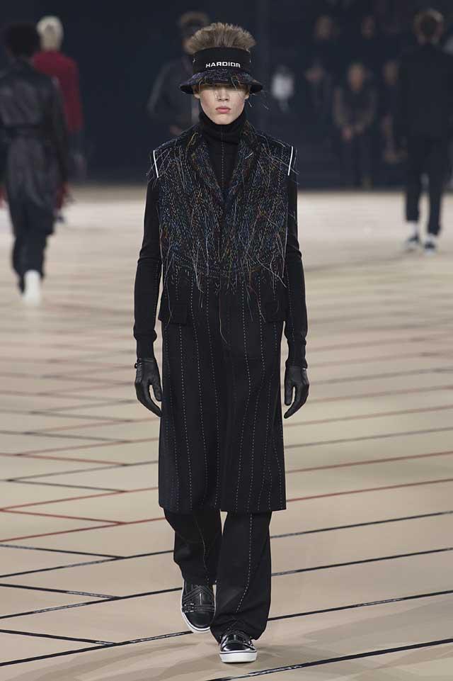 dior_fw17-fall-winter-2017-menswear-mens (15)-overcoat-sweater-gloves-hat-winterwear