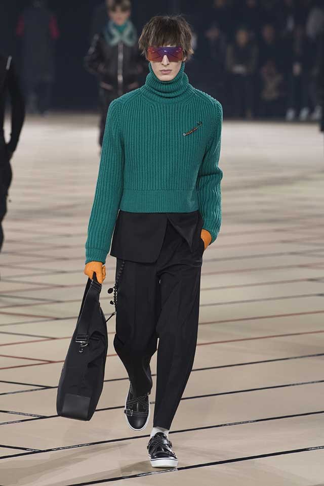 dior_fw17-fall-winter-2017-menswear-mens (17)-black-suit-turtleneck-green-sweater-yellow-gloves-bag-sunglass