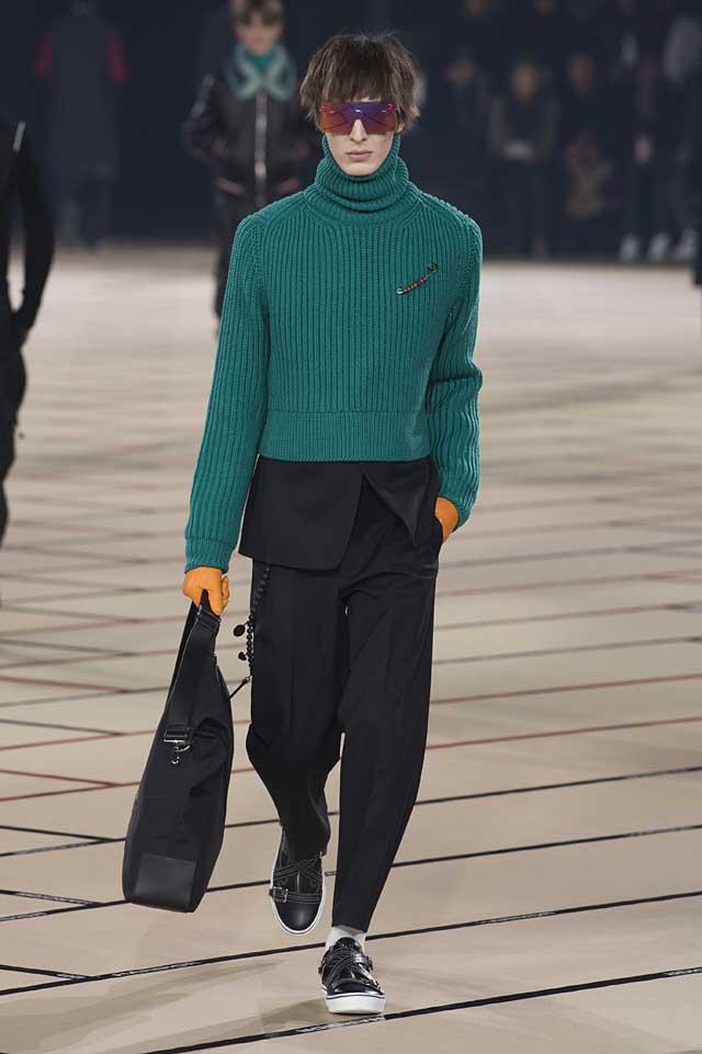 dior_fw17-fall-winter-2017-menswear-mens (17)-black-suit-turtleneck-green-sweater-yellow-gloves-bag-sunglass