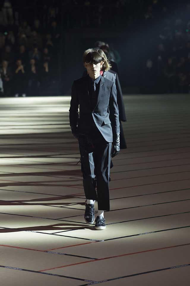 dior_fw17-fall-winter-2017-menswear-mens (48)-black-suit-gloves-winterwear