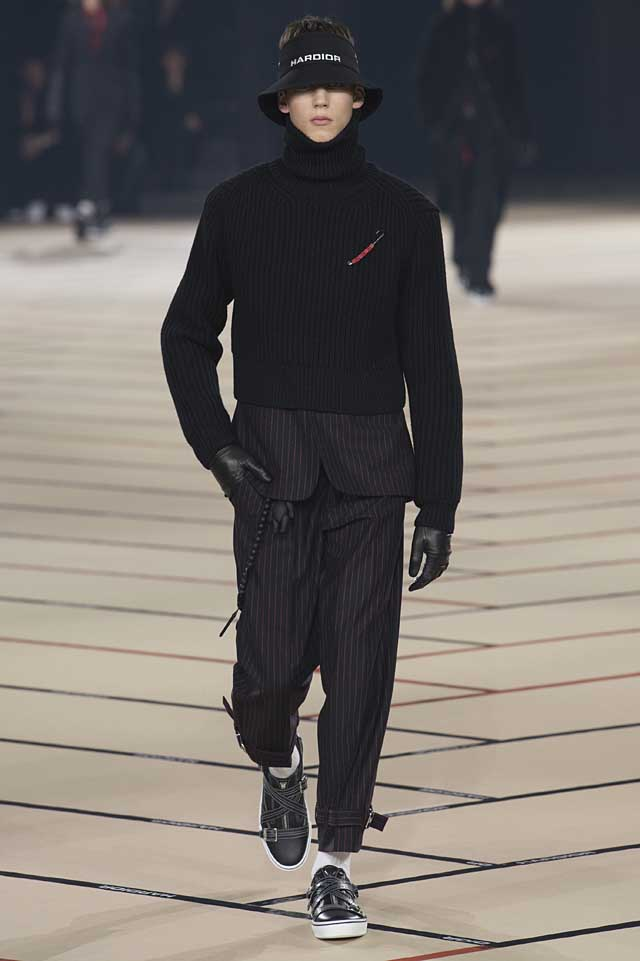 dior_fw17-fall-winter-2017-menswear-mens (6)-striped-suit-gloves-sweater-cool-winterwear-hat