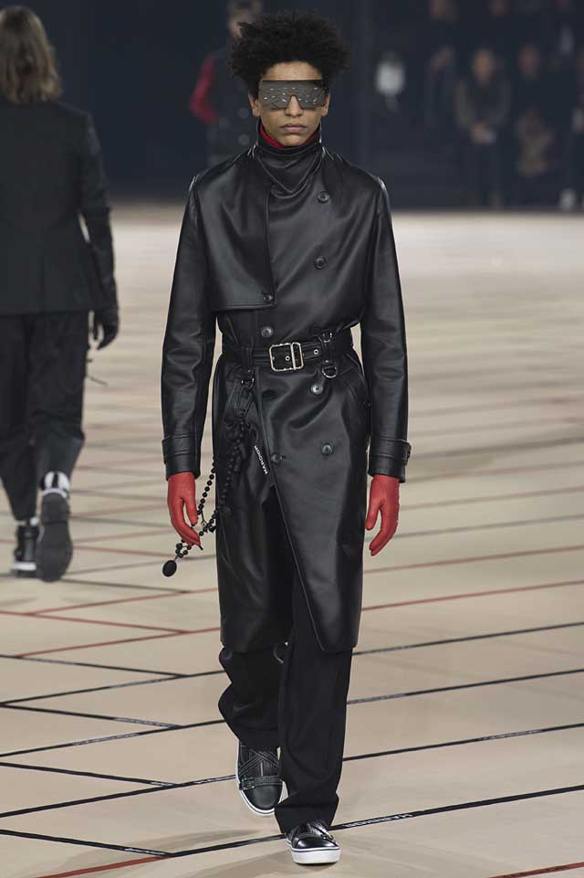 dior_fw17-fall-winter-2017-menswear-mens (9)-leather-down-jacket-red-gloves-sunglass