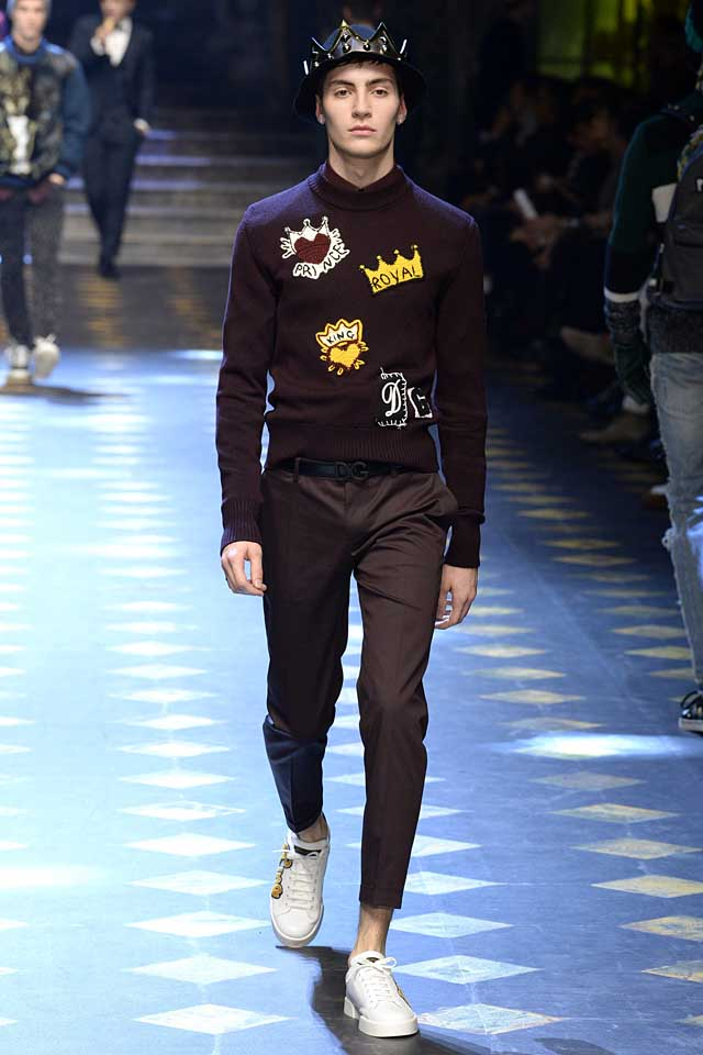 dolce-gabbana-fall-winter-2017-2018-fw17-menswear-knitted-sweater-wordings-white-sneakers-graphic