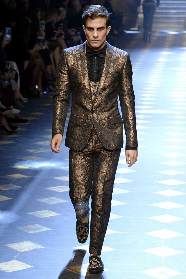 dolce-gabbana-fall-winter-2017-2018-fw17-menswear-men-brocade-suit-embellished-loafers