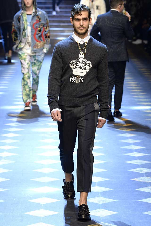 dolce-gabbana-fall-winter-2017-2018-fw17-menswear-men-graphic-sweater-collar-chains-patchwork-trousers
