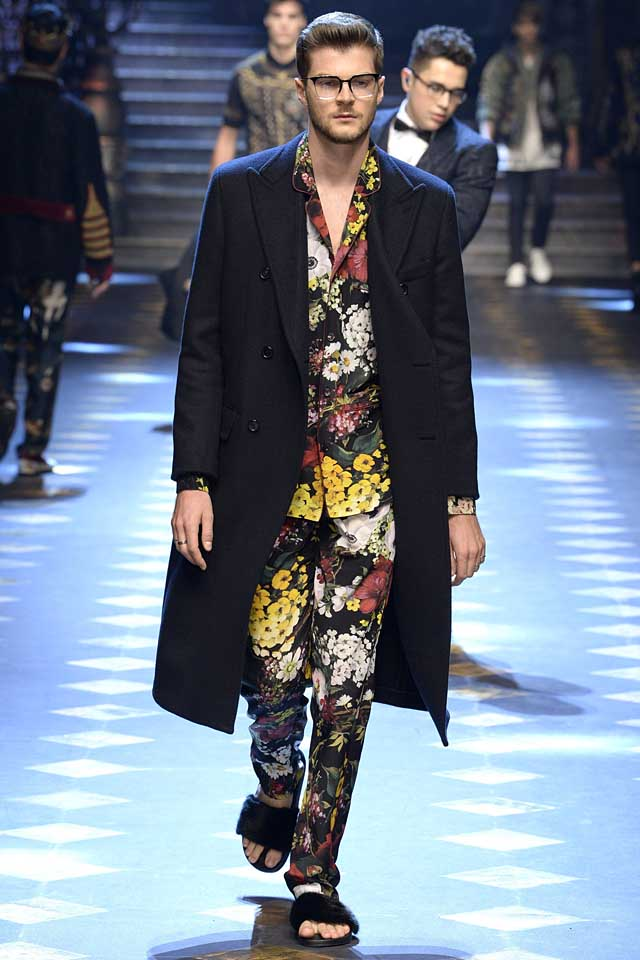 dolce-gabbana-fall-winter-2017-2018-fw17-menswear-men-pajama-suit-coat-fur-slippers