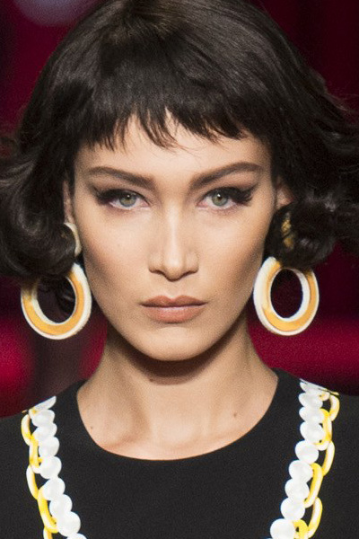 donut-shaped-earrings-statment-jewelry-moschino-spring-summer-2017