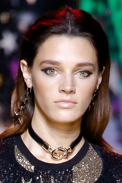 elie-saab-ss17-statement-jewelry-for-2017-black-gold-chokers