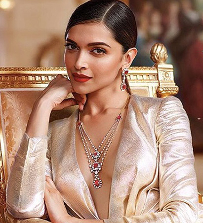enagagement-bold-lips-red-deepika-padukone-latest-ideas-tips-party