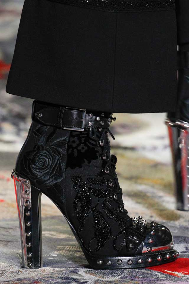 fashion-style-alexander-mcqueen-spring summer shoe trends-boots-studded-black-2017