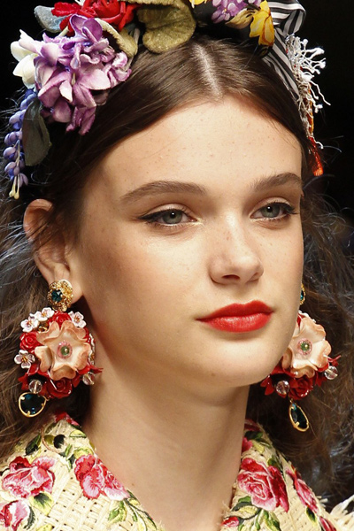 floral-shaped-earrings-latest-statement-jewelry-runway-fashion-spring-2017