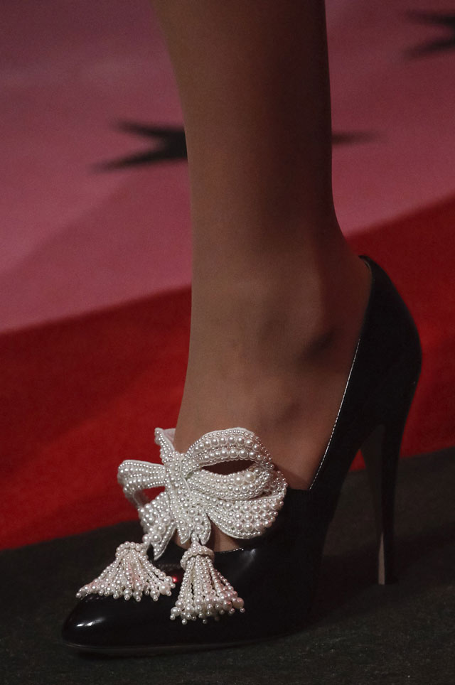 gucci-spring-summer-2017-shoe-trends-two-tone-white-black-pearl-embellished-pumps-