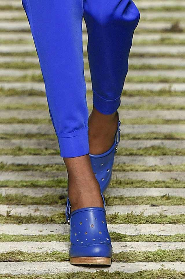 max-mara-spring-summer-2017-shoe-trends-latest-blue-matching