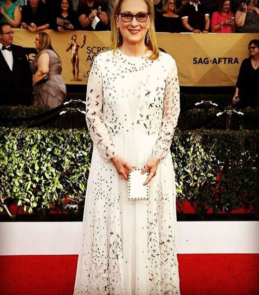 meryl streep-gown-white-embroidery-full-sleeved-red-carpet