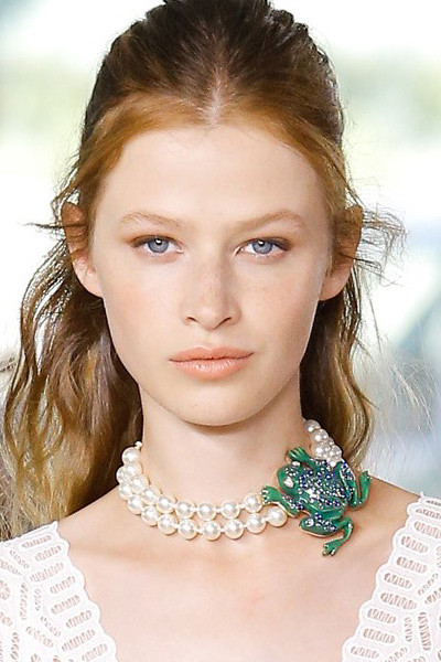 peral-choker-frog-embellished-green-tory-burch-latest-statement-jewelry-2017