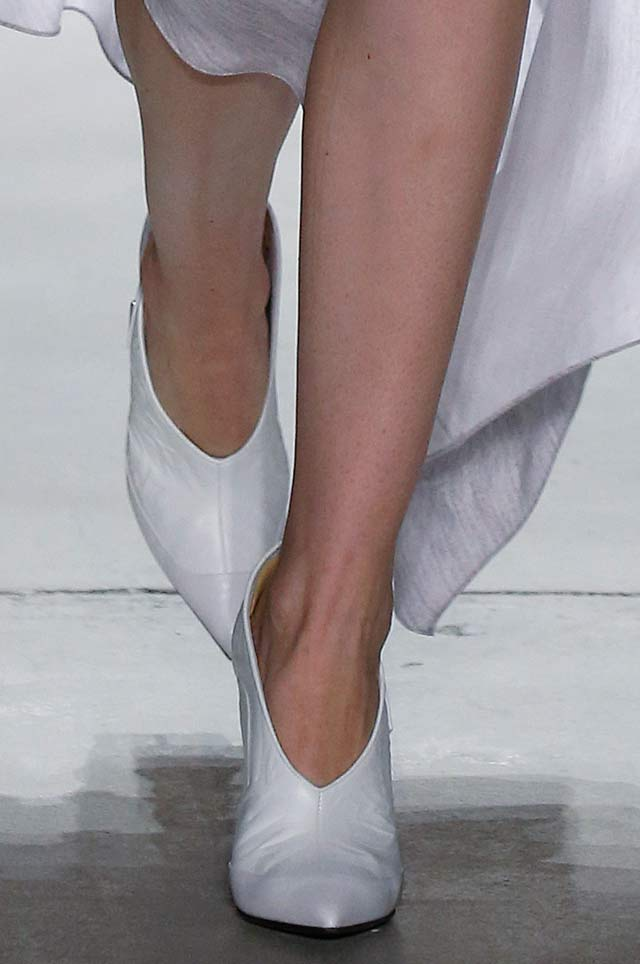 prabal-gurung-latest-top-spring-summer-2017-shoe-trends-white-heels-pumps