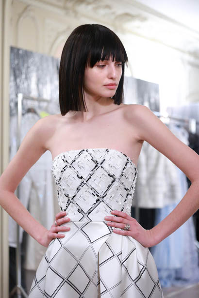ralph-russo-spring-summer-2017-couture-behind-the-scenes-making (21)-strapless-white-outfit