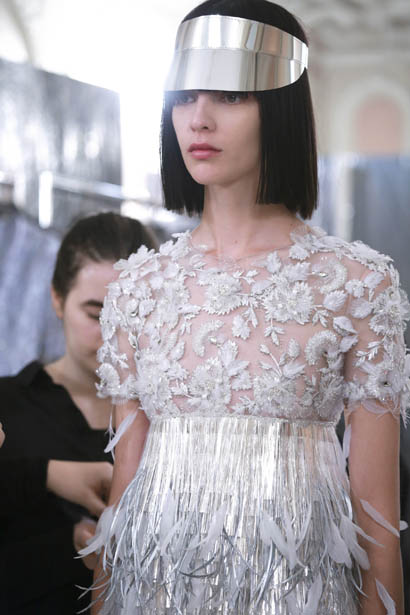 ralph-russo-spring-summer-2017-couture-behind-the-scenes-making (25)-dresses-silver-layered