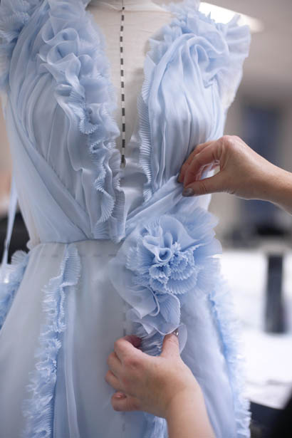 ralph-russo-spring-summer-2017-couture-behind-the-scenes-making (43)-blue-flora-ruffled-collection